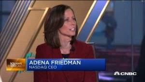 Adena Friedman, a CEO da principal bolsa de ações de empresas de tecnologia do mundo (Foto: Reprodução)