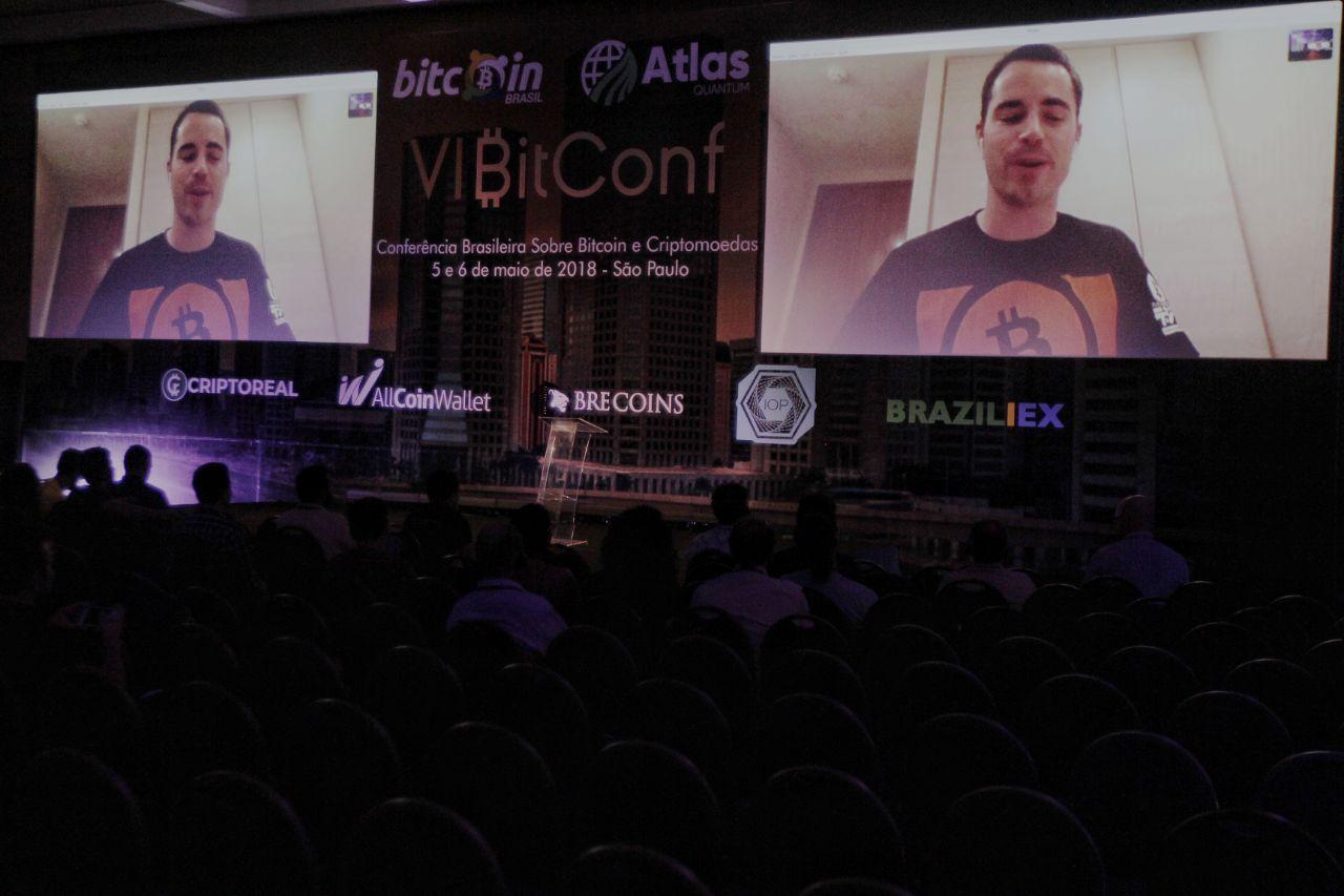 Roger Ver em Teleconferência na Bitconf (Foto: Portal do Bitcoin)