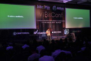 CEO da empresa, Rodrigo Marques, durante palestra na Bitconf (Foto: Portal do Bitcoin)