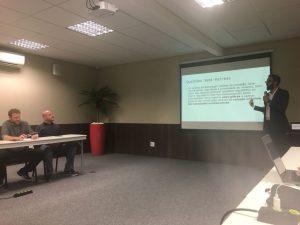 Marcelo Rozgrin, da Braziliex (E), em debate com Felipe França (D) em reunião da ABCB (Foto: Cláudio Goldberg Rabin)