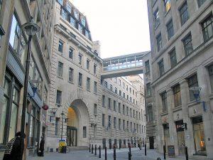 Fachada da London School of Economics (Foto: Umezo KAMATA/ Wikimedia)