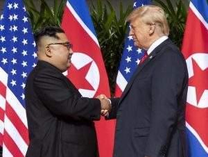 Presidente da Coreia do Norte e dos EUA se encontram em junho de 2018 (Foto: Dan Scavino Junior/ Wikimedia)