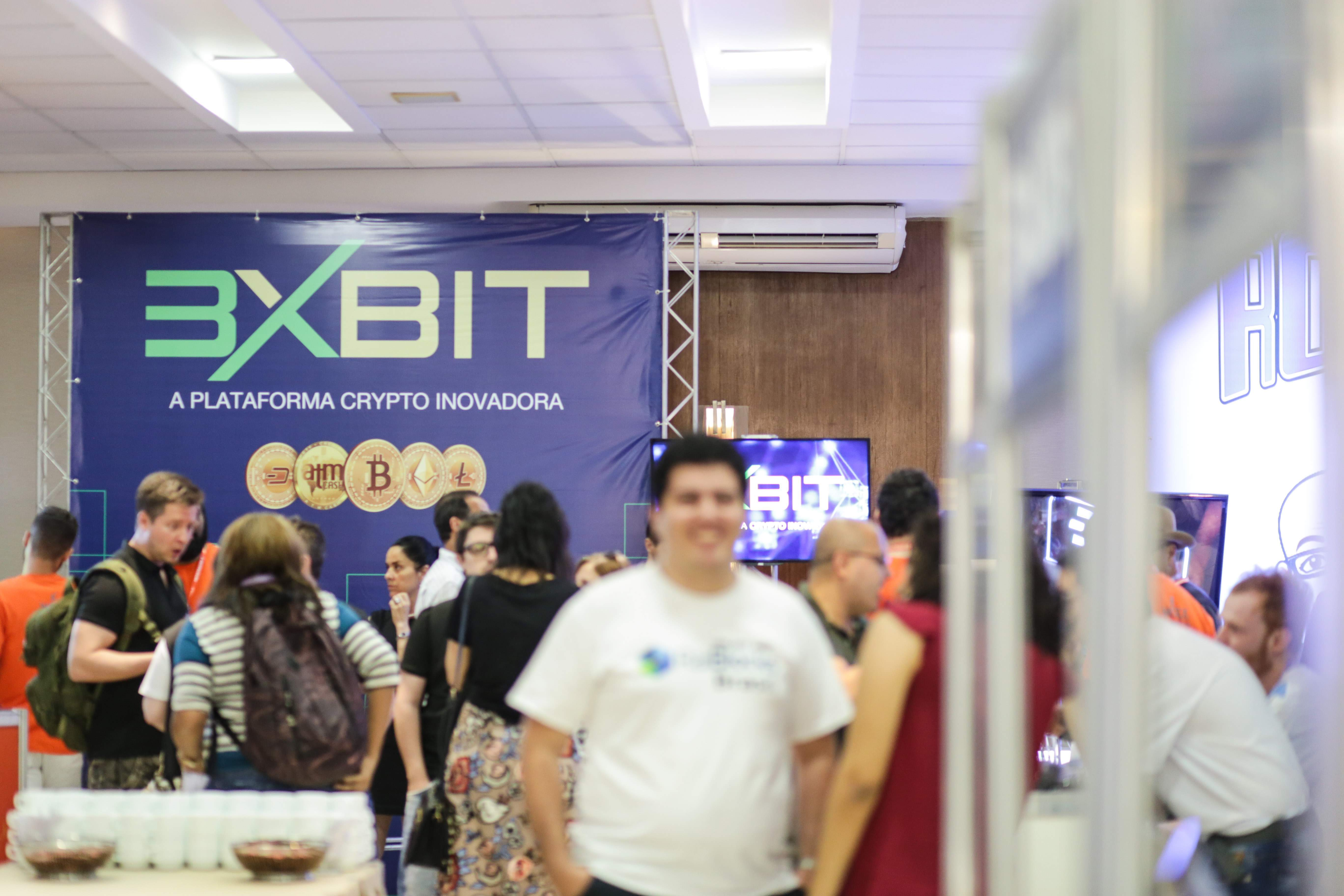 Estande da 3xBit na Bitconf Summer Edition 2018 (Foto: Marília Camelo/Portal do Bitcoin)