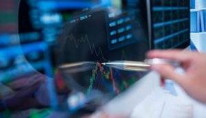 S&P rebaixa nota de banco brasileiro de investimento e muda perspectiva para negativa