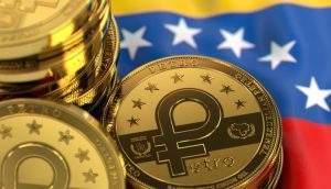 Moeda petro sob uma bandeira da Venezuela.