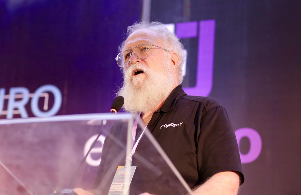 Jon Maddog Hall em sua palestra na Bitconf Summer (Foto: Marília Camelo/Portal do Bitcoin)