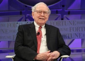 """""""Bitcoin não faz nada, fica parado como uma concha no mar"""", diz Warren Buffett"""