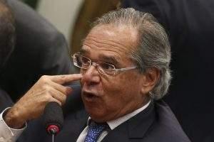 Paulo Guedes estuda imposto sobre transações via aplicativos e internet banking