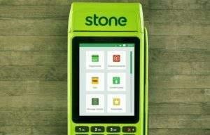 Stone abocanha 7% do mercado de maquininhas de cartão e lucra R$ 172 milhões