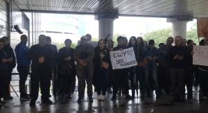 Protesto da InDeal em frente ao Ministério Público Federal de Porto Alegre
