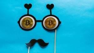 Novo golpe envia e-mail da Receita Federal com multa por sonegar imposto com bitcoin