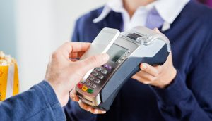 Transações financeiras pelo celular superam demais meios eletrônicos, diz Banco Central