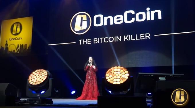 Evento da OneCoin, onde diziam que iriam superar o Bitcoin (Foto: Reprodução)