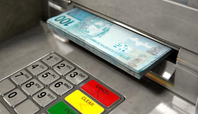 Banco Central quer que cliente possa sacar dinheiro de qualquer caixa eletrônico