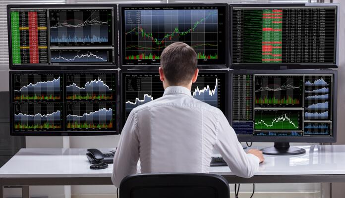 Multa de R$ 400 mil e consultorias: quem é o trader proibido de atuar no mercado brasileiro