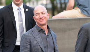 Jeff Bezos, homem mais rico do mundo (Foto: Shutterstock)