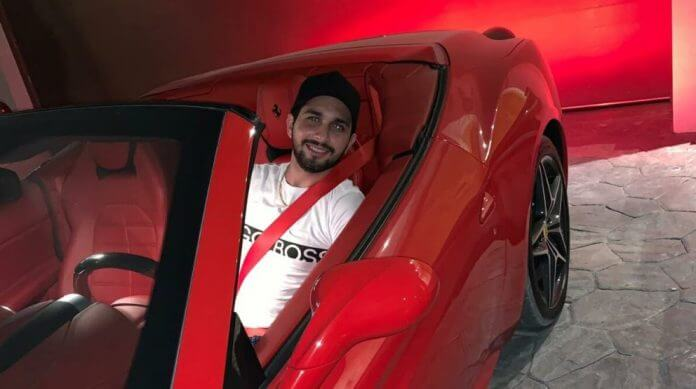 De Ferrari em Dubai, paradeiro do criador da empresa, Leonardo Araujo, é desconhecido (Foto: Arquivo pessoal)