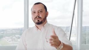 Marcos Kronhardt, trader da Unick Forex, em vídeo no Youtube (Foto: Reprodução/Youtube)