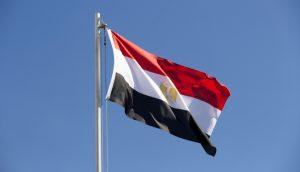 Egito decide limitar saques em bancos e caixas eletrônicos a R$ 3 mil