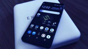 A Binance Edition do HTC Exodus 1 vem com a marca da da Binance é o DApp já instalado (Imagem: Decrypt)