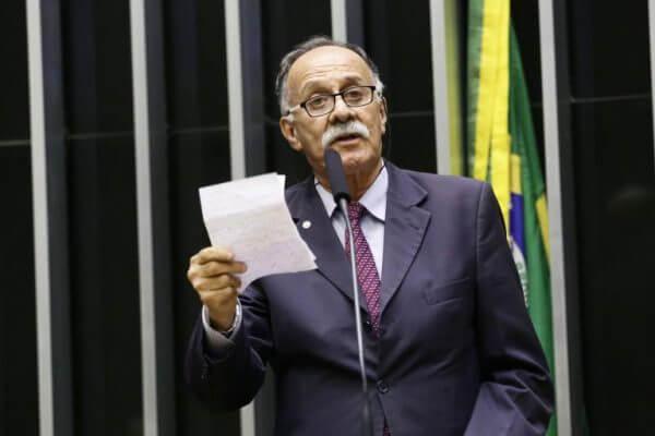Deputado propõe suspender operações da Bolsa por 120 dias devido ao coronavírus