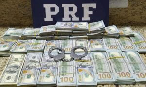 Polícia Rodoviária apreende 268 mil dólares no Paraná; Dinheiro estava dentro de estepe