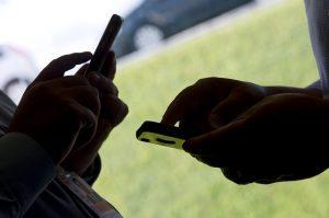 Uma das propostas, de Izalci Lucas, fixa pena de reclusão de quatro a oito anos a quem praticar fraude por meio de dispositivo eletrônico ou de informática (Foto: Pedro França/Agência Senado)