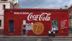 Coca-Cola vai fechar escritório na Argentina e mudar administração para o Brasil