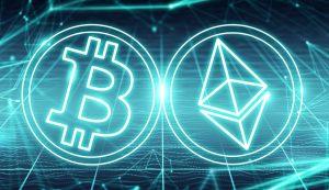 Moedas representrando Bitcoin e Ethereum