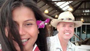 Chad Elwartowski e Nadia Supranee Thepdet. Foto: Reprodução/Facebook