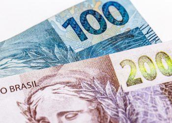cédulas de 100 e 200 reais
