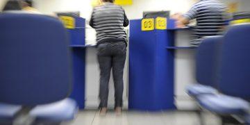 Para abrandar problemas econômicos decorrentes da pandemia, a medida dispensa bancos de exigir diversos documentos de regularidade na hora da contratar ou renegociar empréstimos (Foto: Lia de Paula/Agência Senado)
