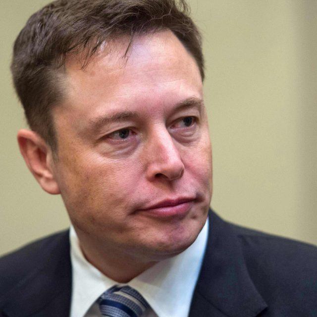 Elon Musk anuncia que Tesla não vai mais aceitar bitcoin como pagamento
