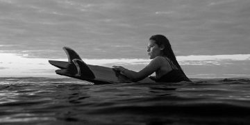 Surfista Katherine Díaz morreu ao ser atingida por um raio (Foto: Reprodução/Instagram)