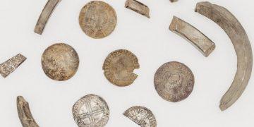 Moedas vikings descobertas por pesquisadora (Foto: Manx National/Divulgação) Heritage/Divulgação