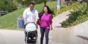 Casal Yuki e Art Williams passeando em via pública. Imagem: Reprodução/abc7News