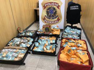 Malas de dinheiro apreendidas na casa de Glaidson Acacio dos Santos (Foto: Divulgação/Polícia Federal)