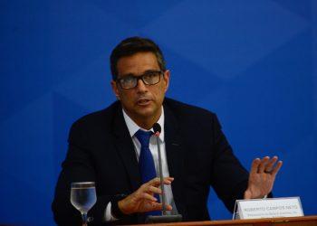 O  presidente do Banco Central, Roberto Campos Neto fala à imprensa no Palácio do Planalto (Foto: Marcello Casal JrAgência Brasil)