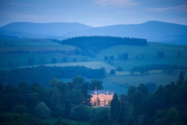 O Castelo Craig fica na fronteira da Escócia, a 40 quilômetros de Edimburgo. (Foto: Divulgação/Castle Craig)